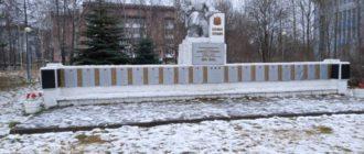 памятник лесопильщикам